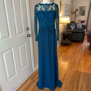 Tadashi Shoji long evening lace gown sz 8